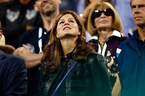 米尔卡尽一切可能陪伴费德勒参赛,她的喜怒哀乐都牵系在赛况上。(Julian Finney/Getty Images)
