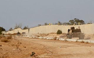 IS在2015年曾霸占了利比亞的沿海城市蘇爾特(Sirte),並將這個城市作為基地,對油田和其它附近城鎮發動襲擊。去年12月,利比亞部隊在蘇爾特擊敗了IS。   (Photo credit should read MAHMUD TURKIA/AFP/Getty Images)