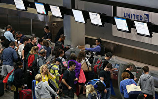 由於暴雨天氣,美國東北部與中大西洋地區的機場航班受到影響。美西地區也可能受到零星影響。(Justin Sullivan/Getty Images)