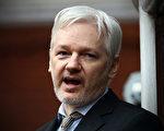 南加国会议员罗拉巴克(Dana Rohrabacher)8月16日前往伦敦的厄瓜多尔大使馆探访了维基解密(Wikileaks)创始人阿桑奇(Julian Assange),成为首位与阿桑奇见面的美国议员。图为阿桑奇2016年2月在厄瓜多尔驻伦敦大使馆发表演讲。(Carl Court/Getty Images)