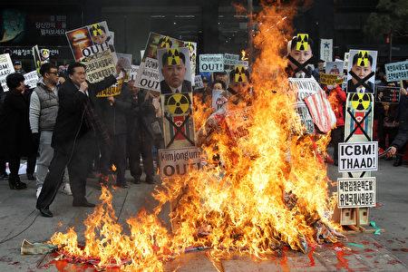 """一名脱北者说,基督教在朝鲜日渐深根,更多人不把金正恩视为""""神"""",转而寻求宗教信仰,平壤共产政权摇摇欲坠。(Chung Sung-Jun/Getty Images)"""