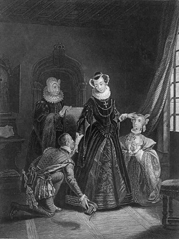 玛丽一世被囚禁期间,她的待遇还是不错的,据说,她的仆人数量至少有16人,厨师每餐都要准备32道菜,装在银盘里。图为她的仆人在服侍她 (Photo by Hulton Archive/Getty Images)