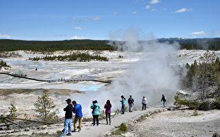 來黃石公園旅遊的遊客中,83%是美國人。在17%的國際遊客中,中國遊客占34%,大約是國際遊客的1/3。(Photo credit should read MLADEN ANTONOV/AFP/Getty Images)