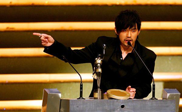 2006,周杰伦凭借电影《头文字D》在香港获奖。(Guang Niu/Getty Images)