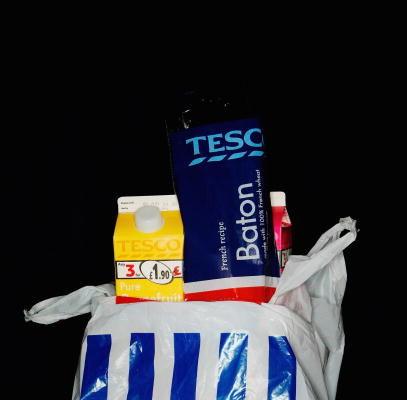 這種袋子即將從Tesco的商店裡消失了。(Daniel Berehulak/Getty Images)