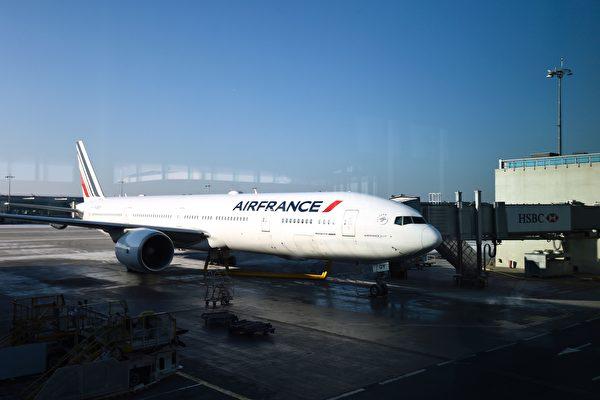 一架法國航空由日本東京飛往巴黎的航班,上週五午夜,僅差十分鐘,驚險躲過朝鮮試射的洲際彈道導彈(ICBM)。(BERTRAND GUAY/AFP/Getty Images)