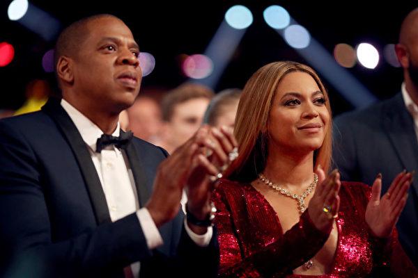 今年2月12日,碧昂丝与杰斯(Jay-Z)出席葛莱美大奖颁奖礼。 (Christopher Polk/Getty Images for NARAS)