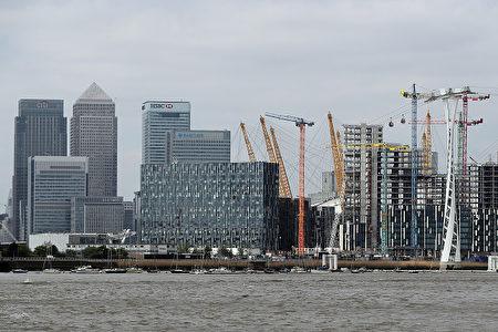 中國大陸買家偏愛金絲雀碼頭。一棟高層住宅樓裡面25%的房主都是大陸人。( Dan Kitwood/Getty Images)