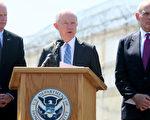司法部長塞申斯(中)將於本週公布嚴厲打擊洩密的事宜,他將與白宮新任幕僚長凱利(左)將軍共同處理洩密問題。(Photo by Sandy Huffaker/Getty Images)