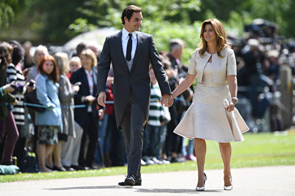 费德勒夫妻总是形影不离。 (Justin Tallis - WPA Pool/Getty Images)