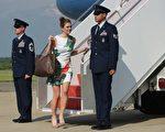 美國總統川普(特朗普) 相當倚重的通訊助手希克斯(Hope Hicks,如圖中),星期三獲白宮任命為臨時通訊總監。(Anthony Scaramucci)。(MANDEL NGAN/AFP/Getty Images)
