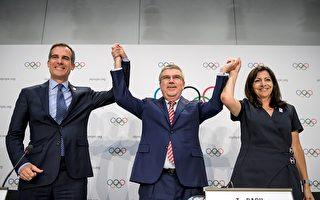 洛杉矶市长Eric Garcetti(左)、国际奥委会主席Thomas Bach和巴黎市长Anne Hidalgo(右)在2017年7月11日于洛桑举行的国际奥委会特别会议后举行新闻发布会,宣布一次敲定2024和2028年两届奥运会主办城市,同时也希望这两个城市能协商,对先后举办顺序达成共识。(FABRICE COFFRINI/AFP/Getty Images)