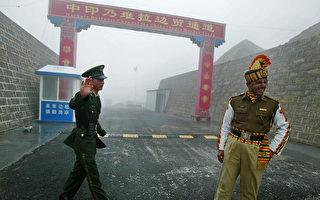 中印軍隊邊境對峙已經一個多月。( DIPTENDU DUTTA/AFP/Getty Images)
