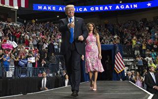 在距离美国华府400英里(644公里)的中西部,很多去年大选支持总统川普(特朗普)的选民,对川普上任后遵守当初对选民的承诺感到欣慰。(SAUL LOEB/AFP/Getty Images)