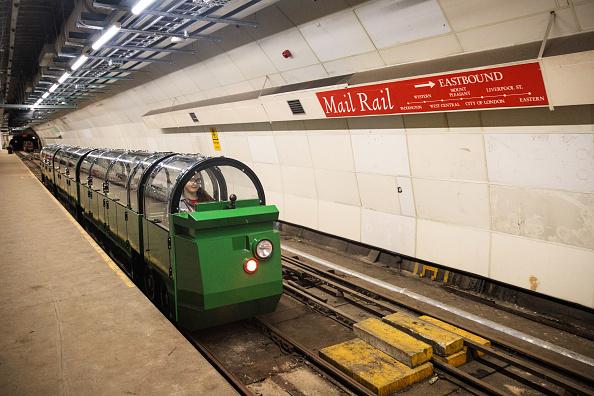 倫敦旅遊新熱點:郵政小火車。倫敦的郵政博物館(Postal Museum)在7月底開放,人們可以從這裡回顧500年的郵政服務歷史。9月初,郵政小火車會對外開放,人們可以在一公里長的地下鐵路上體驗一把郵政工人的生活。地下郵政鐵路網在1927年至2003年承擔運輸信件和包裹的重任。( Jack Taylor/Getty Images)