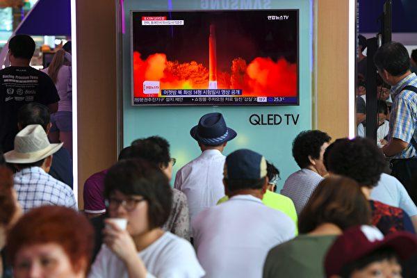 美國國防情報局(DIA)2013年即確認朝鮮具備小型化核武器的能力,然而當時的奧巴馬政府不僅試圖淡化,同時也質疑DIA的結論。(JUNG YEON-JE/AFP/Getty Images)