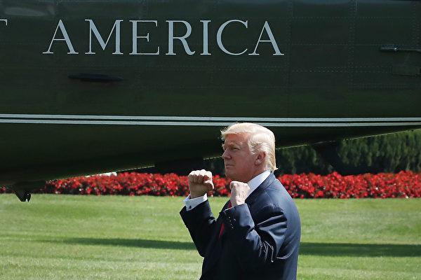美国官员说,川普(特朗普)政府似乎同意暂缓制裁跟朝鲜做生意的中国银行,以给北京一些时间证明它会严肃执行联合国制裁朝鲜的最新决议。(Mark Wilson/Getty Images)