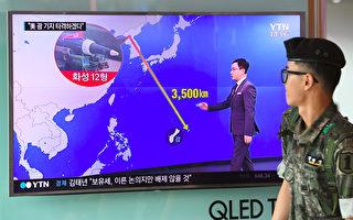 韓國媒體報導,獨裁者金正恩已有兩個星期沒有公開行程,令人關注其是否會在星期二(8月15日)的國定假日朝關島近海發射導彈。(Photo credit should read JUNG YEON-JE/AFP/Getty Images)