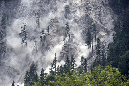 Rocks and dust roll down a hillside, days after an earthquake in Jiuzhaigou, in southwest China's Sichuan province on August 10, 2017. China on August 10 ramped up its response to an earthquake that killed 20 people and injured hundreds, sending supplies and personnel into the mountainous zone as rescuers fanned out to search for more victims. / AFP PHOTO / STR / China OUT (Photo credit should read STR/AFP/Getty Images)