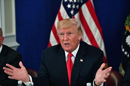 星期五下午,川普告訴媒體記者,如果金正恩威脅或攻擊美國領土或盟友,美國會讓他「很快就後悔」。(NICHOLAS KAMM/AFP/Getty Images)