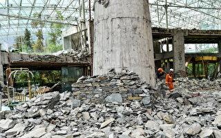 8月10日,九寨溝7級地震後的九寨天堂洲際大飯店,一片瓦礫。(STR/AFP/Getty Images)