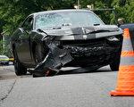 一名被控驾车冲入抗议人群的男子长期以来同情纳粹观点,在周六(8月12日)血腥的车祸事件之前,支持一群白人至上主义者。此次事故造成1人死亡,19人受伤。(Win McNamee/Getty Images)