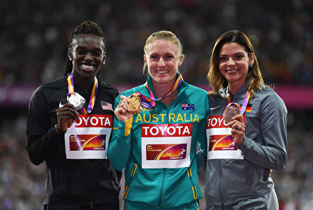 LONDON, ENGLAND - AUGUST 12:  (L-R) Dawn Harper Nelson of the United States, silver, Sally Pearson of Australia, gold, and Pamela Dutkiewicz of Germany, bronze, pose with their medals for the Women's 100 metres hurdles during day nine of the 16th IAAF World Athletics Championships London 2017 at The London Stadium on August 12, 2017 in London, United Kingdom.  (Photo by Matthias Hangst/Getty Images)