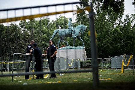 弗州暴力冲突事件留给民众更多的思考,反歧视的暴力行为是否在加深更深的歧视,还记得民权运动领袖马丁·路德·金的演说吗? (Chip Somodevilla/Getty Images)