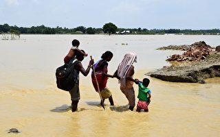 南亚洪水肆虐 800多人死 逾2400万人受灾