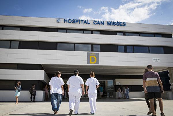 医护工作一直都是比较热门的职业。(JAIME REINA/AFP/Getty Images)