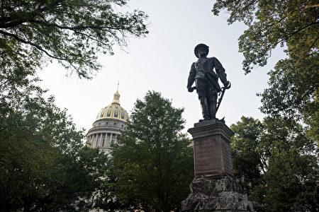 西弗吉尼亚州首府杰克逊(Stonewall Jackson)将军的塑像。(Photo by Ty Wright/Getty Images)