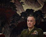 美国参谋长联席会议主席邓福德(Joseph Dunford)在访问中国时表示,中国需要对朝鲜施加更大压力,而美国有调用各种军事能力的决心,以保护本国及其盟国。(Photo credit should read WANG ZHAO/AFP/Getty Images)