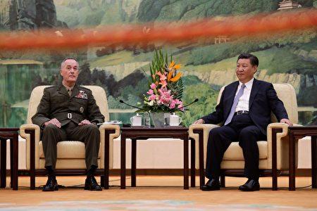 8月17日,习近平会见了来访的美军参联会主席约瑟夫·邓福德。(ANDY WONG/AFP/Getty Images)