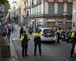 周四(8月17日)下午,西班牙巴塞罗那市中心发生恐怖袭击事件,一辆白色面包车高速冲入人群,造成至少13人死亡,100多人受伤,其中包括一名新州女子和两名来自墨尔本的年轻人。 (Carl Court/Getty Images)
