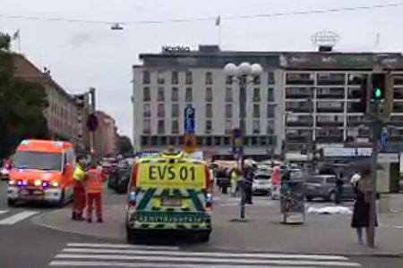 当地时间8月18日下午4点40分,在芬兰图尔库(Turku)市发生行人在街上遇刺事件,造成2人死亡,多人受伤。(JUHA RIIHIMAKI/AFP/Getty Images)