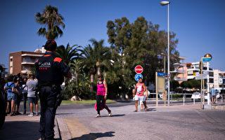 西班牙恐袭 英勇警官一人举枪击毙四凶徒