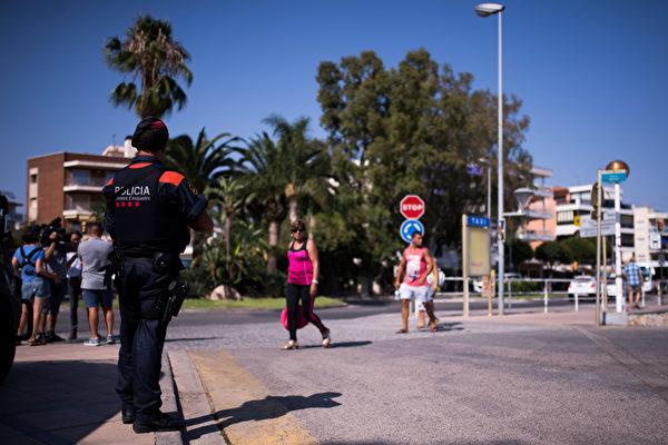 8月18日,西班牙海边度假城镇坎布里尔斯(Cambrils)发生恐怖袭击,5凶徒被击毙。(Photo by Alex Caparros/Getty Images)