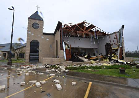 Damage to the First Baptist Church of Rockport after Hurricane Harvey hit Rockport, Texas on August 26, 2017. / AFP PHOTO / MARK RALSTON (Photo credit should read MARK RALSTON/AFP/Getty Images)