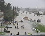 哈維颶風侵襲美國已經數天,導致第四大城市德州休斯頓遭遇歷史性洪水。(Joe Raedle/Getty Images)