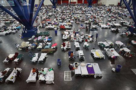 休斯頓喬治•布朗會議中心週一晚上容納了超過5000人。(Joe Raedle/Getty Images)
