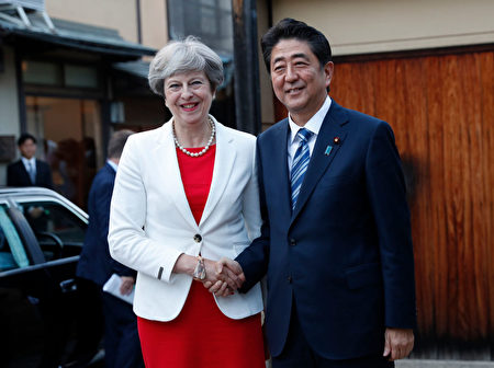 Britain's Prime Minister Theresa May (L) is welcomed by Japan's Prime Minister Shinzo Abe upon her arrival for a tea ceremony at Omotesenke Fushin'an in Kyoto, Western Japan on August 30, 2017. May arrived in Japan on an official visit with an eye to soothing Brexit fears and pushing ahead on early free-trade talks with the world's number three economy. / AFP PHOTO / POOL / KIM KYUNG-HOON (Photo credit should read KIM KYUNG-HOON/AFP/Getty Images)