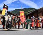 鎮上人們從穿著打扮,到生活起居,都模仿中世紀的方式,讓人感覺猶如時空倒流,回到古代。(龔簡/大紀元)