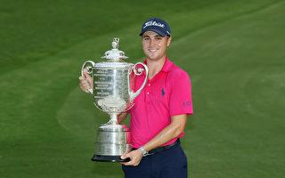 美国24岁高球选手贾斯汀‧托马斯以两杆优势,夺得PGA锦标赛冠军。(Sam Greenwood/Getty Images)