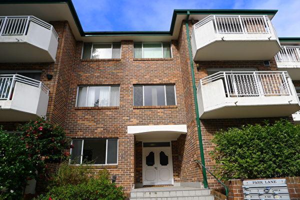 買一室房或一室一廳房,應該在衹有兩層或三層高的樓中去買,這是約翰斯頓提出的建議。(簡沐/大紀元)