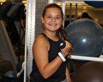 """图:七年级免费会员项目的参加者、巴斯金里奇市(Basking Ridge)的学生拉斯卡(Molly Laska)喜欢在""""Y""""度过有趣的下午时间。。(Somerset County YMCA提供)"""