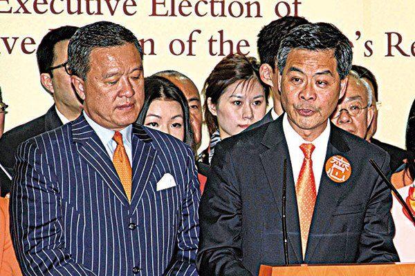 """同为""""头号梁粉""""的刘梦熊及张震远(图左)都难逃官司,刘因与梁振英(图右)决裂于去年被控及入狱,张则因涉金融欺诈被控。(大纪元资料图片)"""
