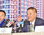 富力地产董事长李思廉首次在业绩会上详谈收购细节。(郭威利/大纪元)