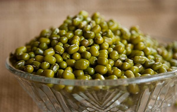 綠豆有清熱解毒、消暑利尿、消癰腫、明目降壓等功效。(Pixabay)