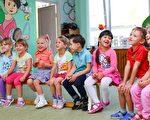 小孩子使用谩骂的语言通常是因为他们在探索语言。家长对学龄儿童骂脏话做出的反应,将影响到他未来的行为规范。(Pixabay.com)