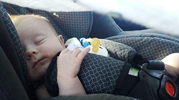 炎炎夏日,把小宝宝独留车内是非常危险的事情。(Pixabay)